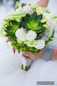 dobra strona Co najważniejsze, tradycyjnie, dalej dużym zainteresowaniem cieszą się dekoracje weselne przygotowane z żywych kwiatów. Są klasyczne i pasują do każdej stylistyki, a różnorodny asortyment różnego rodzaju gatunków powoduje, że z powodzeniem można wybrać te, które są odpowiednie dla ogólnej koncepcji wesela, dlatego czytaj więcej. Przykładowo, gdy kolorem przewodnim wesela jest różowy, znakomicie sprawdzą się dekoracje kwiatowe przygotowane z kwiatów w identycznej tonacji kolorystycznej, chociażby z piwonii bądź róż.<br><br>Zobacz, czy spodoba Ci się  proponowana oferta (<a href=